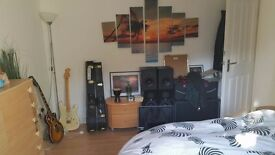 Double room for one person in Stratford E15 (2 other ppl in the house, 150/week, all incl)