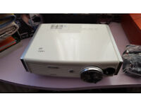 BenQ W500 SHORT THROW HD Multimedia Projector 720p 1080i with free £50 wall mount bracket.