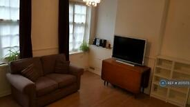 2 bedroom flat in Topham Square, London, N17 (2 bed)