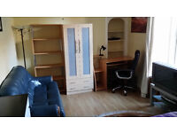 A VERY NICE LARGE DOUBLE BEDROOM IN THE WEST END - AVAILABLE NOW