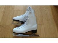 Ladies Ice skates size 3