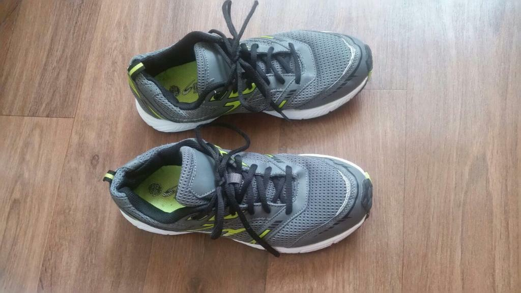 Mens trainer shoes size 8
