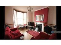 2 bedroom flat in Hazelwood Road, London, E17 (2 bed)