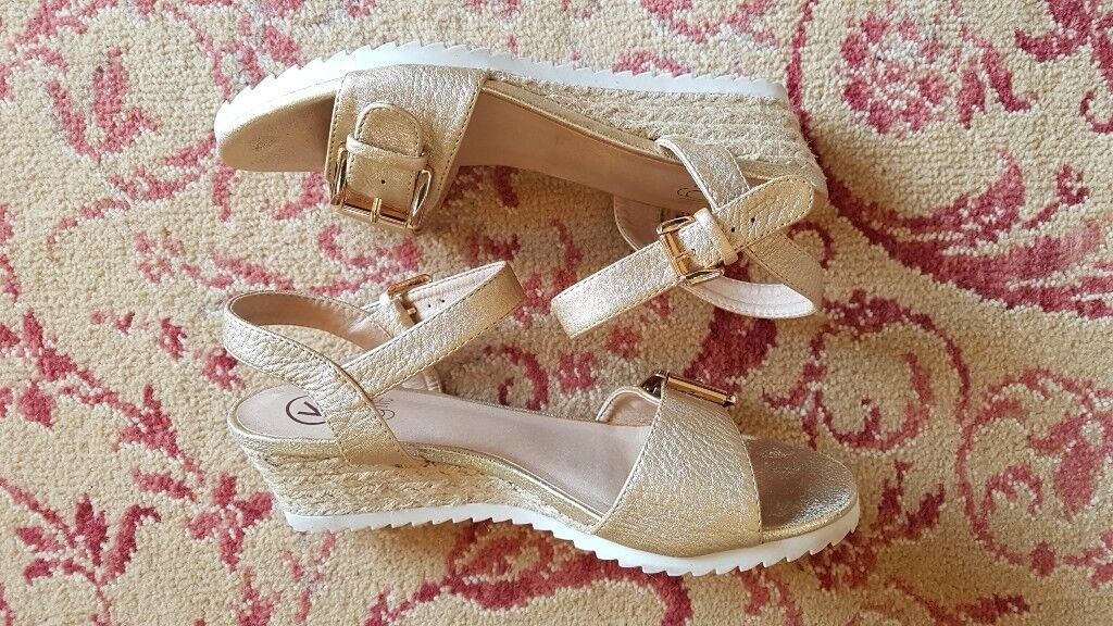 """Ladies """"Kylie"""" Gold Coloured Rope Wedge Sandals Size 5 VGC!"""
