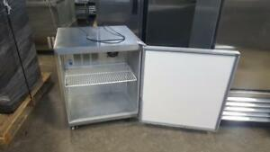 SINGLE DOOR UNDER-COUNTER COOLER
