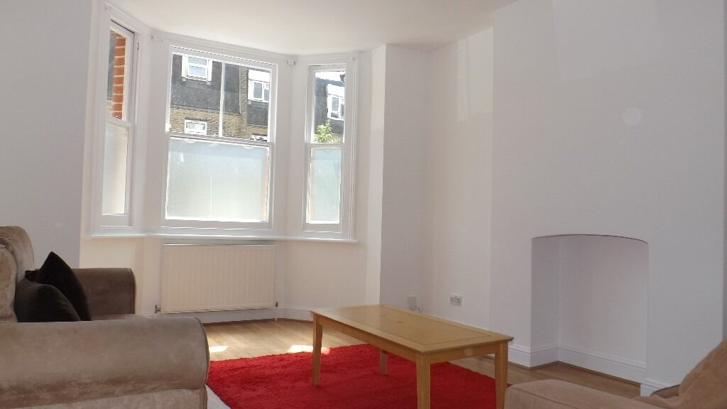 Large newly decorated 2 double bedroom 2 bathroom garden flat minutes from Oval underground station