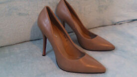 high heels, cream brown, almost new, size 6,