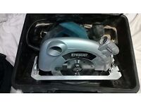 Erbauer 190mm circular saw with laser. 1500w like new in the case