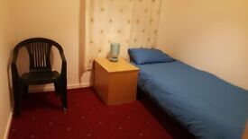 1 Single room @£350 pm and 1 double room @ £420 pm to let.