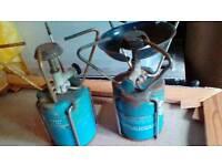 2 camping stoves