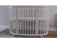 Stokke Sleepi Crib with cot bed Extension.