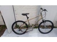 "Claud Butler Venturer 200 hybrid bike framesize 18 /wheels 26"" / 24 speeds"