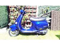 Vespa Piaggio et4 125 in blue. One previous owner. 2000 W Reg.Genuine 9160 miles.Very good condition