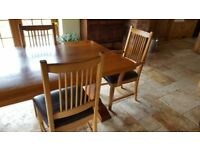 Solid oak table & 6 chairs (excellent condition)