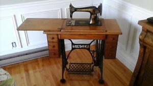 Machine coudre antique singer for Machine a coudre kijiji
