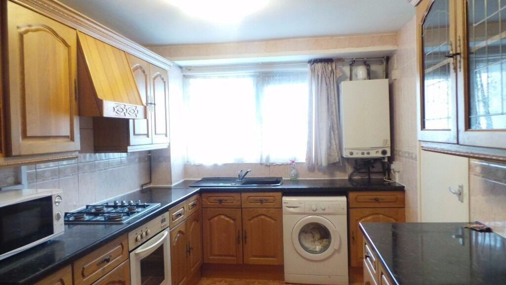 Large Rooms Near Mile End Station. All Bills Inc. (not a studio )
