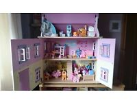 Dolls House complete with Furniture & Dolls - Excellent Condition (Le Toy Van Sophie's House )