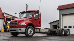 2007 FREIGHTLINER M2 106 CAB & CHASSIS