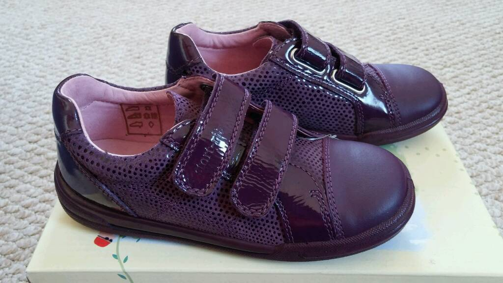 Girls size 9.5 purple Start Rite shoes bnib
