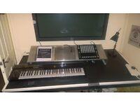 Native Instruments Studio Maschine Jam, S61 Keyboard Decksavers 50 Inch Monitor Bracket Desk Manual