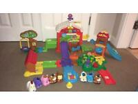 Toot toot farm, chicken coop and extra animals