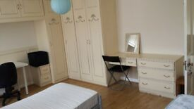 Large room to let in Camden close to the station