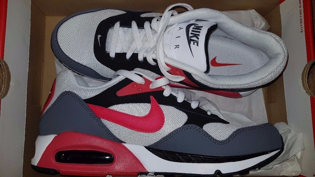 Mens nike trainers size 9.