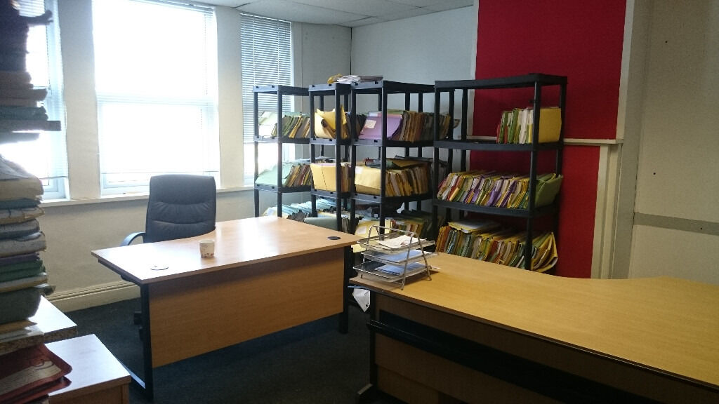 2 rooms to let in commercial office building