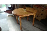 Extending dining table pine