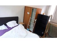 2 large double rooms, Rochester near high street