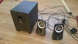 Speaker Logitech 2.1 Z313