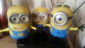 3 Minion toys