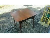 Retro extendable table