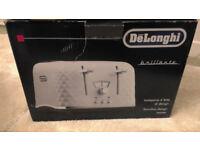 DeLonghi CTJ40003.W Brillante 4 slice Toaster.