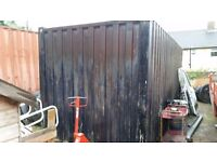 Storage / shipping container