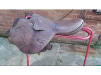 Horse racing saddle