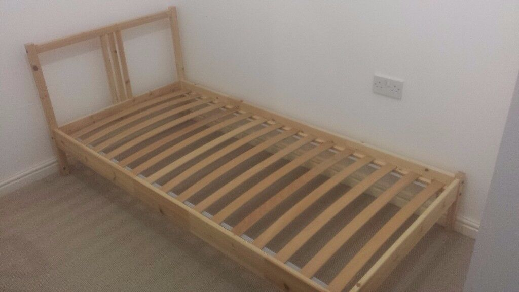 Single bed frame in pine with slats- excellent conditions!