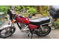 Suzuki GN 125 - Red - Comes with top box