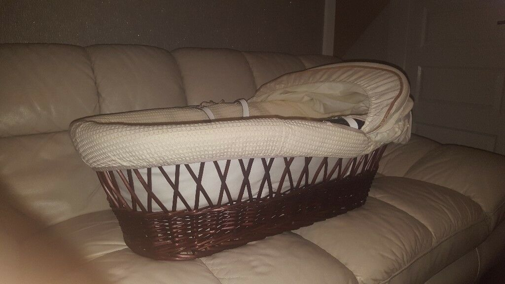 Izzy wot not moses basket