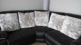 Cushions for sale total of 5 in excellent condition