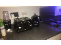 delonghi kettle and toaster set.