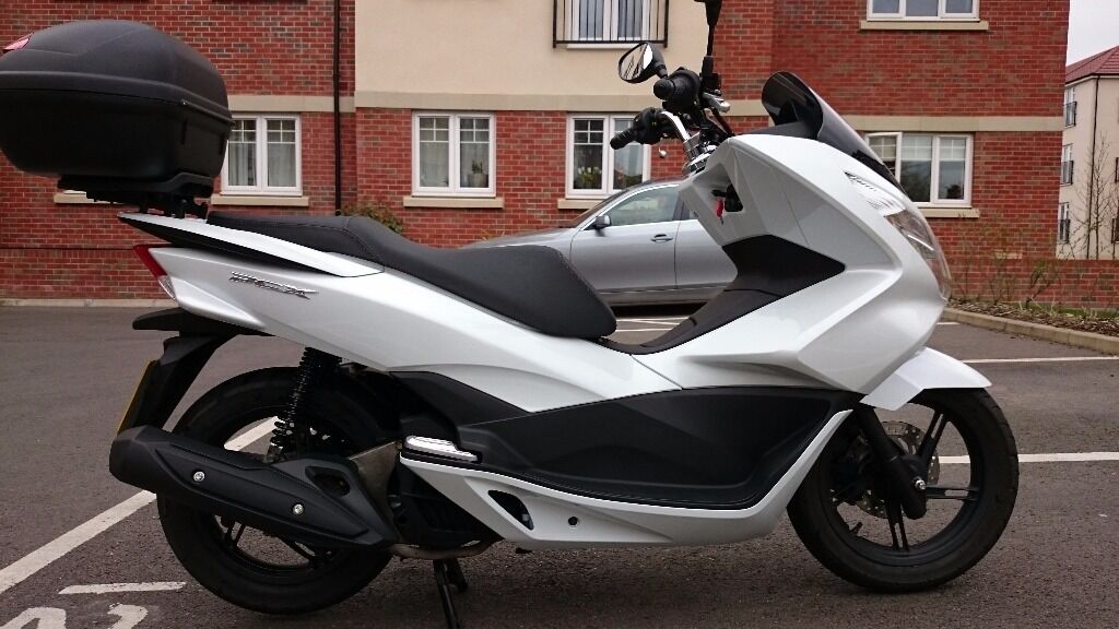 honda pcx 125 scooter 968 miles only new 2014 model 64 reg perfect condition free extras. Black Bedroom Furniture Sets. Home Design Ideas
