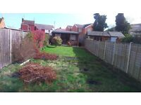 Double room in shared house. Lounge, spacious patio, garden and summerhouse. TV, Internet included.