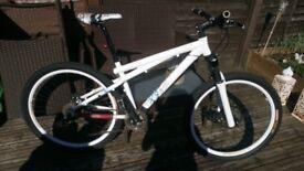 GT Chucker xs1 mens mountain bike