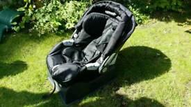 Mamas and Papas Primo Viagio baby car seat plus Surefix base