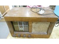 vintage 1940s etronic valve radio RA640., complete with all the dials,