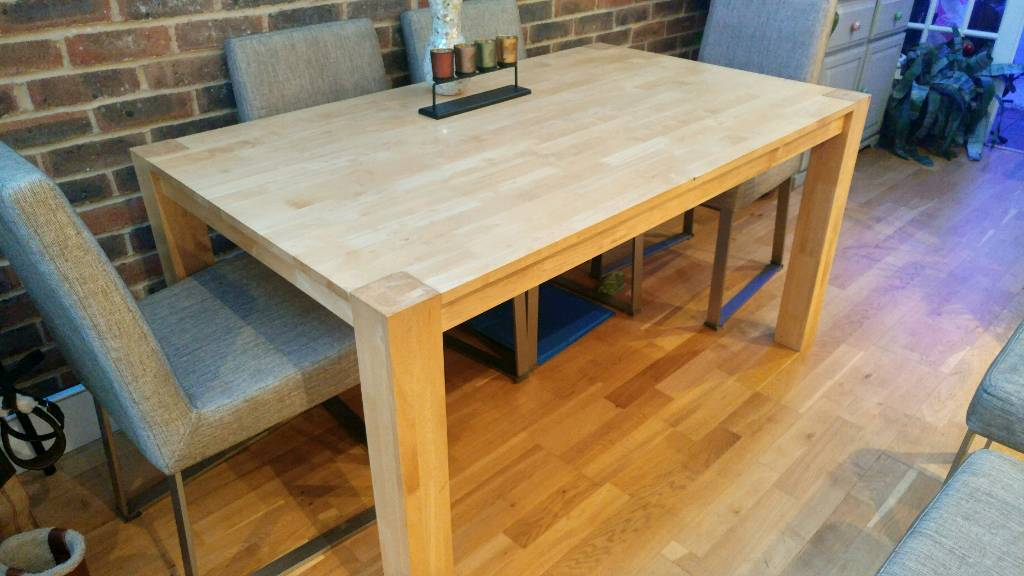 Dining table + 3 free chairs