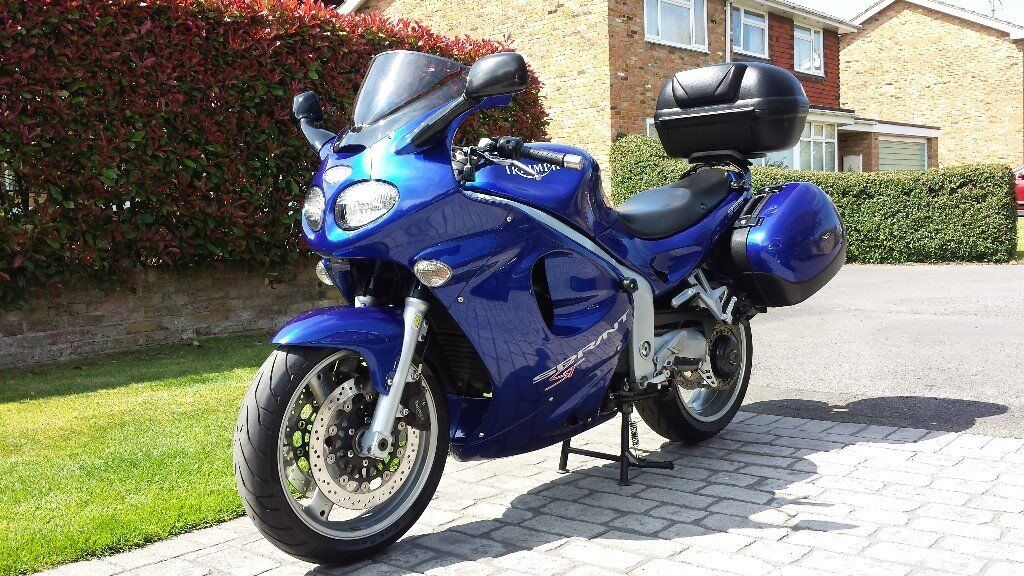 Truly immaculate Triumph Sprint ST 955i in Sapphire Blue metallic