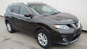 2015 Nissan Rogue SV FWD Sunroof-one owner