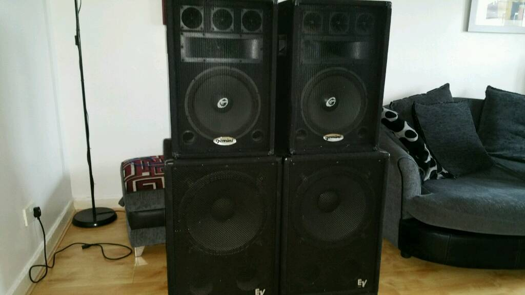 full set 1200w dj pa speakers bass bins subwoofers amplifier in east end glasgow gumtree. Black Bedroom Furniture Sets. Home Design Ideas